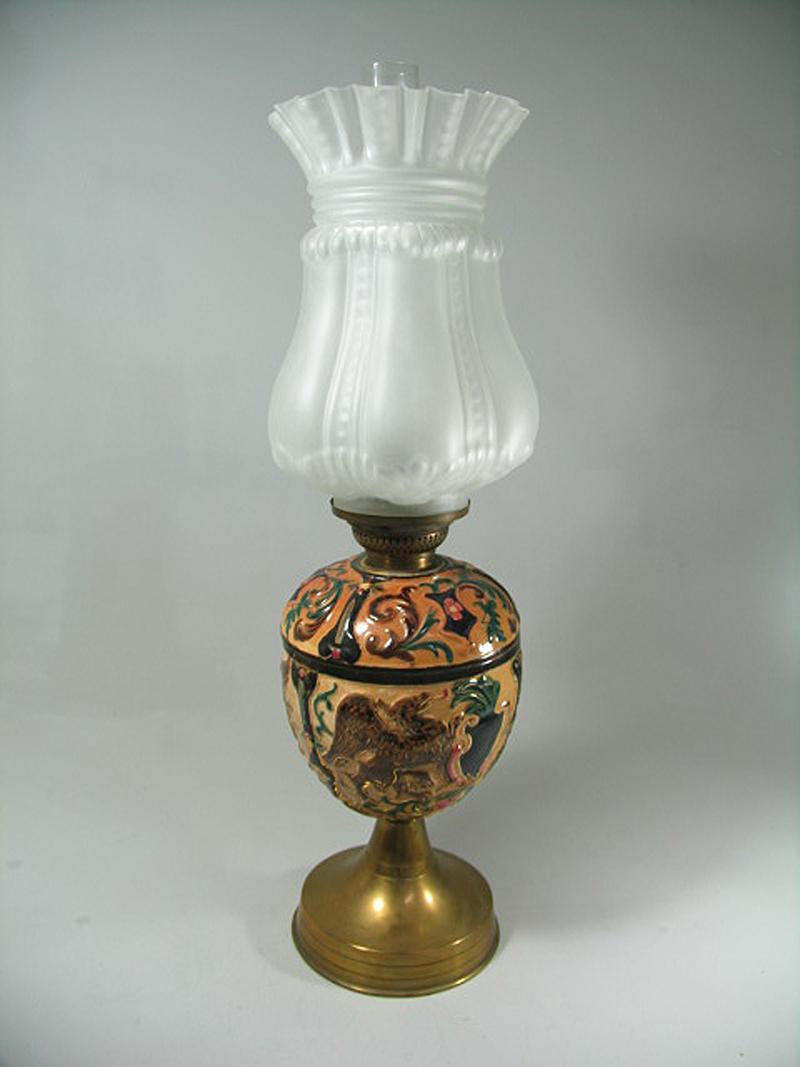 majolika petroleum tisch lampe mit greifen um 1920 ebay. Black Bedroom Furniture Sets. Home Design Ideas